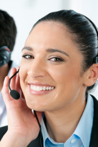 operator_iStock_000015195453_Customer_Service-smiling-woman-man.png